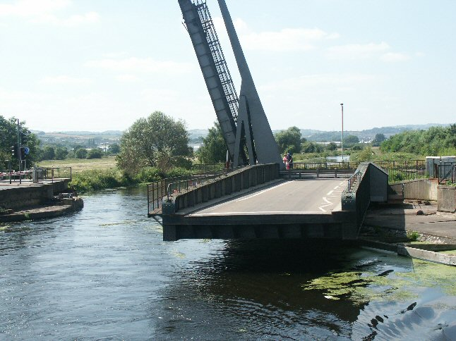 Lift and swing bridges at Countess Wear