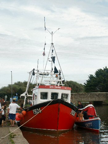 """Su-Jean"" with the gig ""Unity"" in Bude Canal"